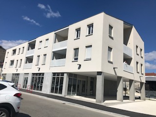 Local commercial en pied d'immeuble 2/5